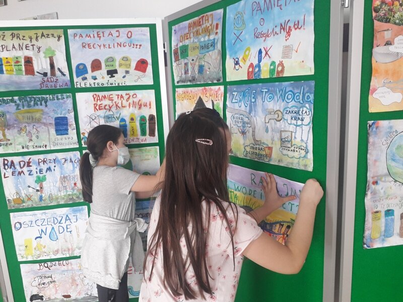 wykonanie wystawy plakatów