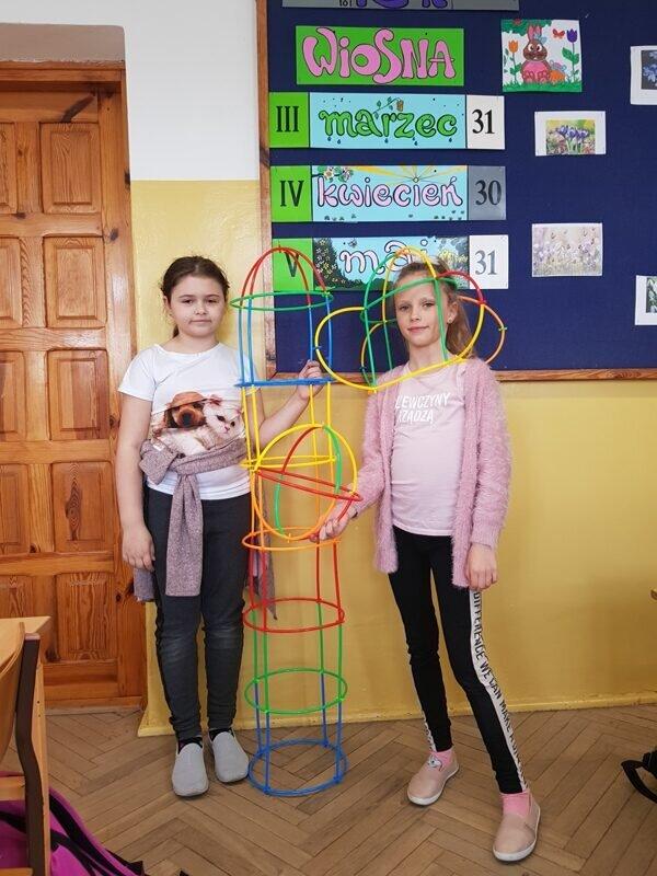 Amelia i Lena rakieta i hełm