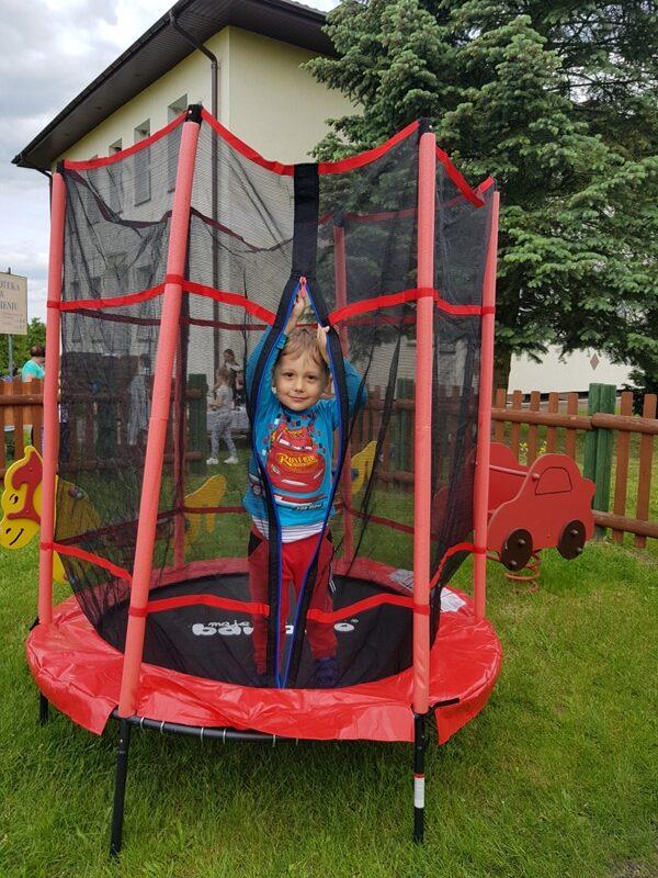 trampolina w przedszkolu w prezencie